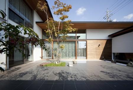 五枚屋根の家