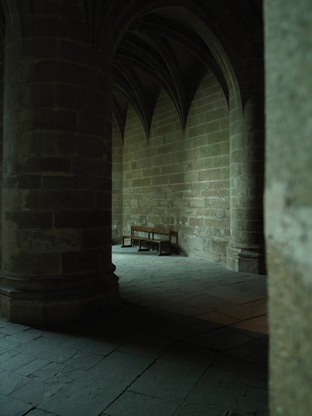 座りたいことこの上ない感じのベンチ