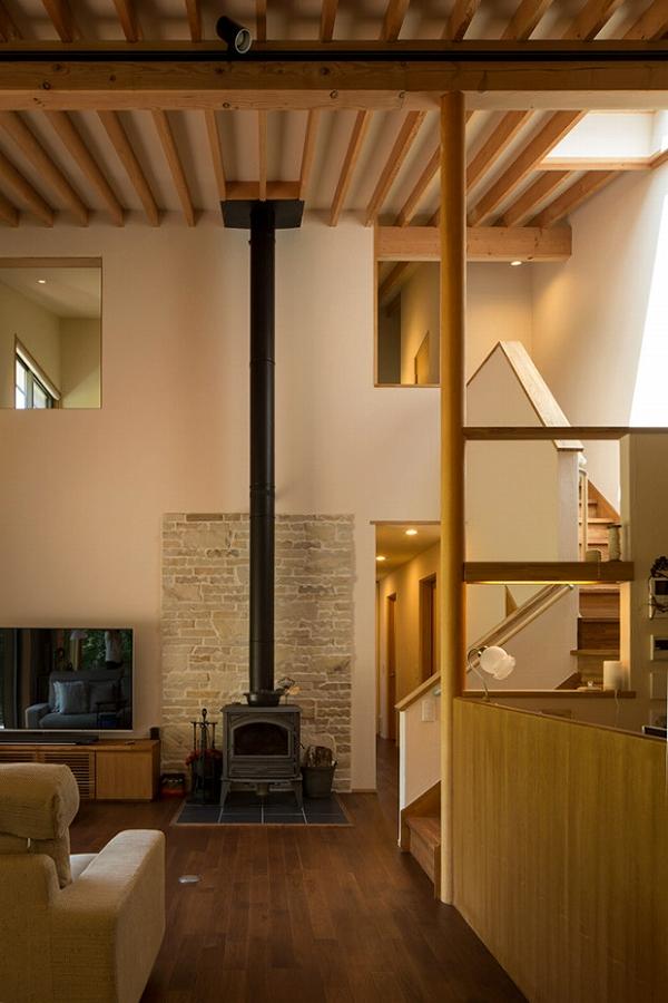 茅野の家-居間1