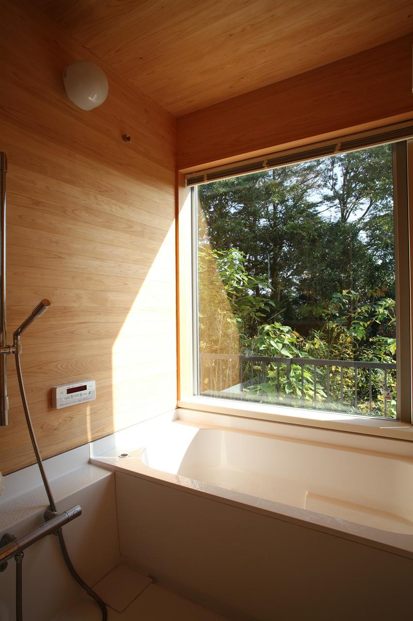 ハーフユニットバス組み込み木製板貼り浴室