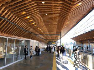 公共建築を木造にという趣旨のもと防火上の問題を木材の燃え代耐火性能を活用、あるいは不燃化改良材でクリアしたと思われます。