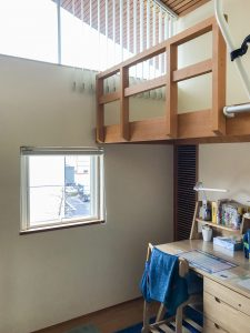 子供室のロフトベッド